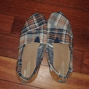 TOMS brand new NWOT plaid slip on canvas shoes